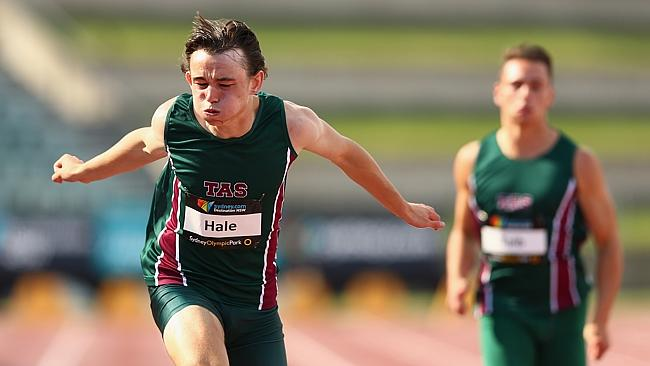 Jack Hale wins the 200m at the 2015 Australian Junior Championships